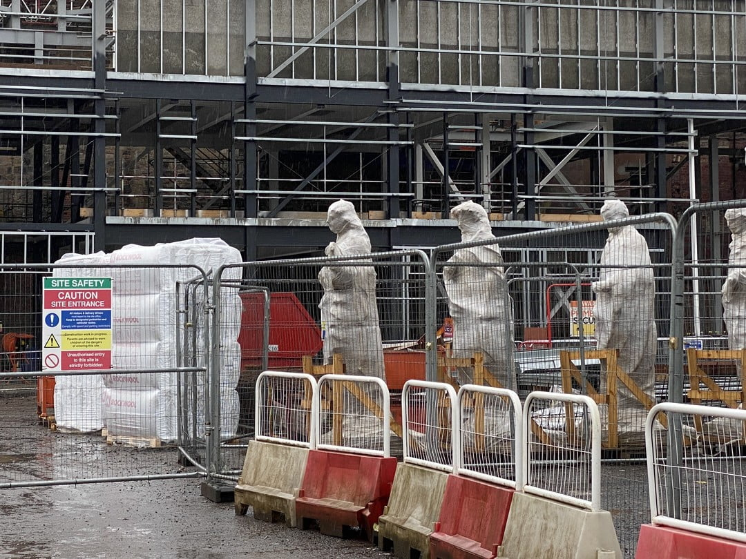 Queueing Statues